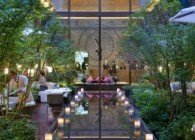 Mandarin Oriental Palace paris-lobby-garden-evening