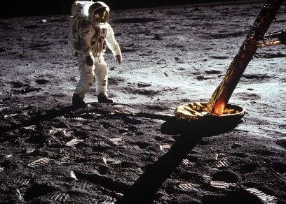 omega Apollo 11 mission_21 July 1969 - Astronaut walking