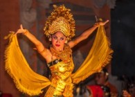 Garuda Indonesia Holiday dancers-23189664