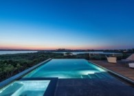 bridgehampton infinity pool 4