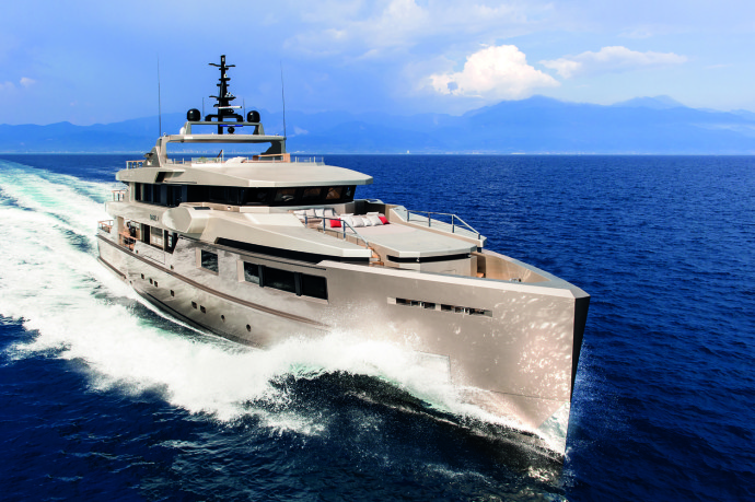 Luxury boat cacos V front