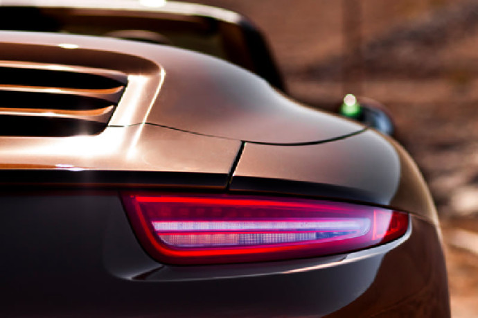 Porsche 911 braking lights