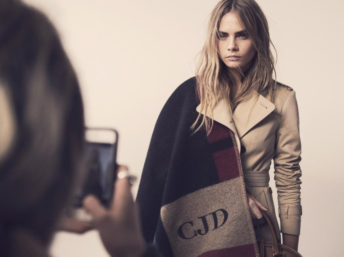 Burberry personnalisation 3 cara delevingne