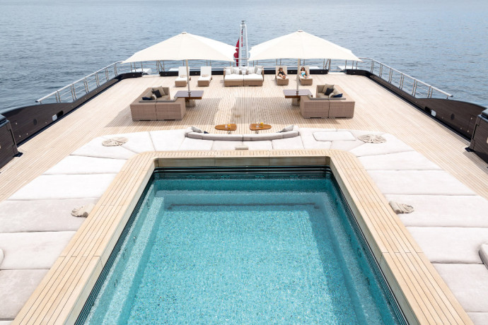 Luxusyachten mit pool  The 10 most gorgeous yachts swimming pools