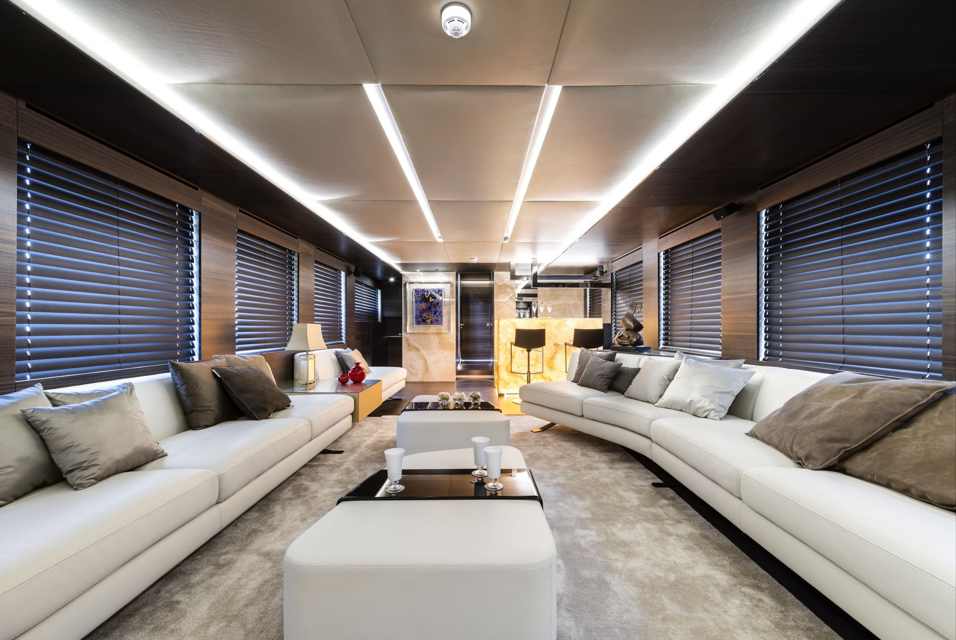 Yacht tecnomar nadara zahraa luxury shamelessly for Interieur appartement design