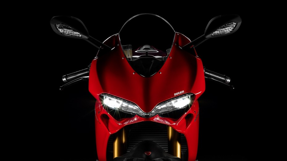 SBK-1299-Panigale-S_2015_Studio_R_A01_1920x1080.mediagallery_output_image_[1920x1080]