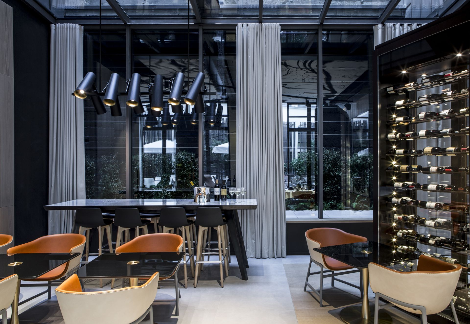 Le cinq codet the union of art and luxury for Design hotel paris 11