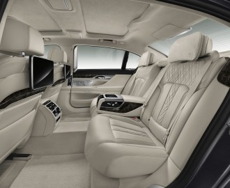 new BMW 7 Series espace arriere