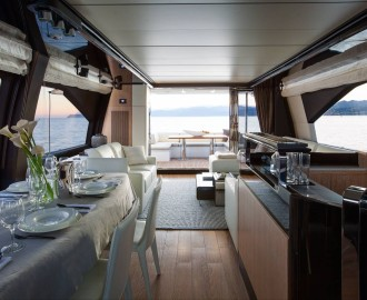 Yacht Azimut 72 Flybridge bar