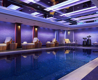 Mandarin Oriental hong-kong-swimming-pool-side-view-15