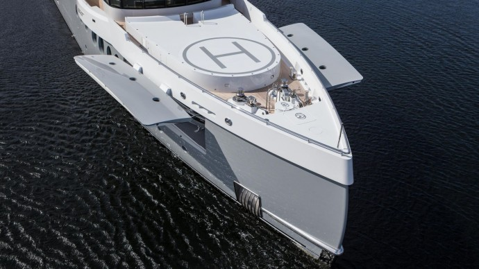 Amels 199 event yacht helipaad