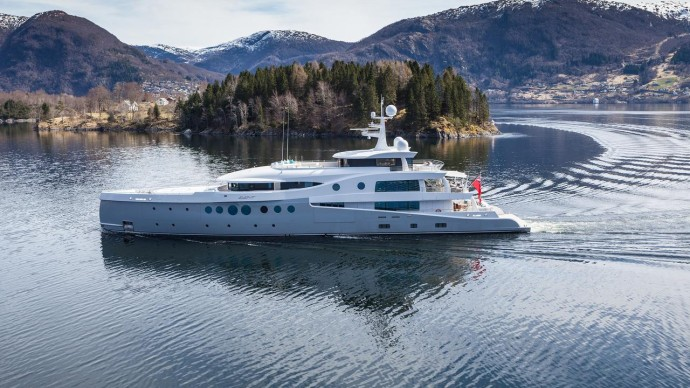Amels 199 event yacht long