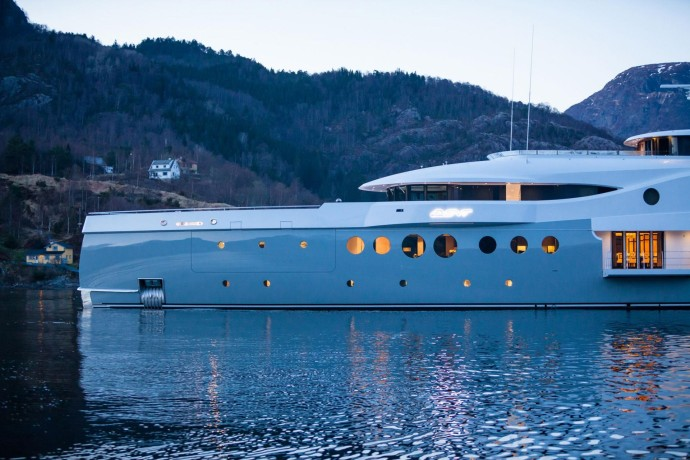 Amels 199 event yacht proue