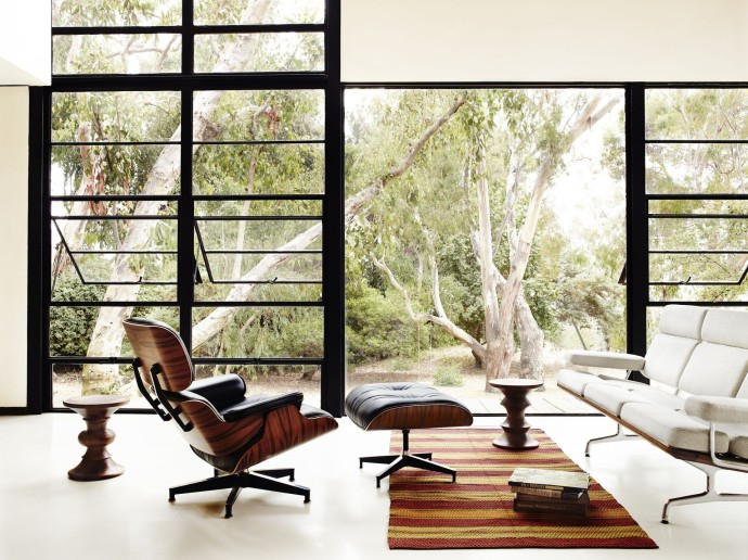 Charles et Ray Eames sitting