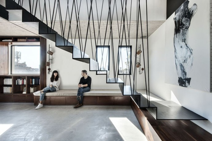 top escalier Duplex Penthouse and roof terrace in Tel Aviv Photo Oded Smadar