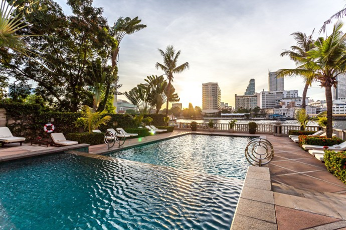 the-peninsula-bangkok_the-pool-13