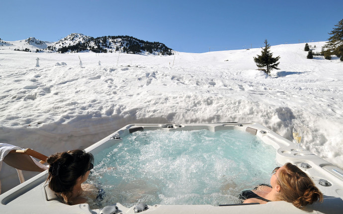 luxury-chalet-blanchot-lodge-hottub