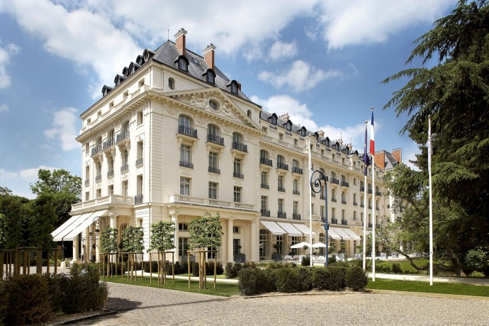 trianon-palace-versailles-a-waldorf-astoria-hotel-front-view
