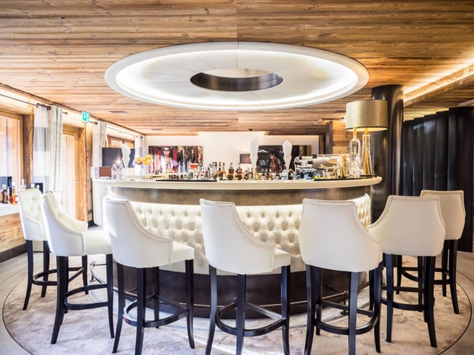 ultima-gstaad-hotel-spa-residences-bar