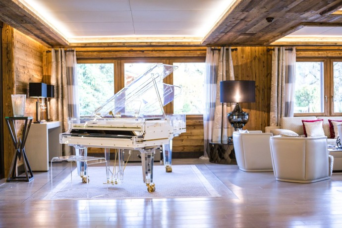 ultima-gstaad-hotel-spa-residences-piano