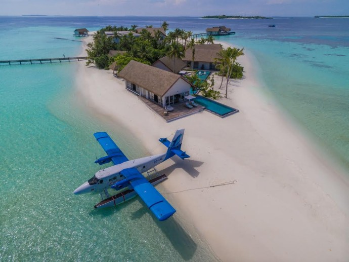 private island voavah four seasons photo avion