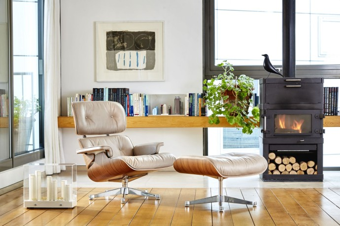 The Conran Shop – Special Edition Eames Lounge Chair and Ottoman in Dark Sand Aniline Leather - Apartment landscape_2bis
