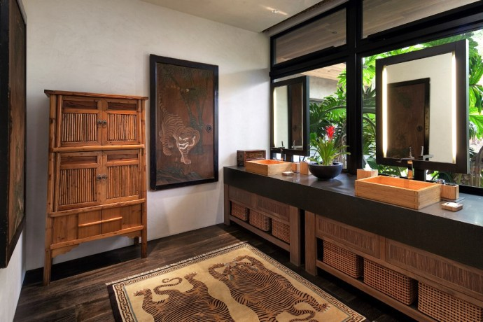 CONTEMPORARY BALINESE-STYLE ESTATE villa bath