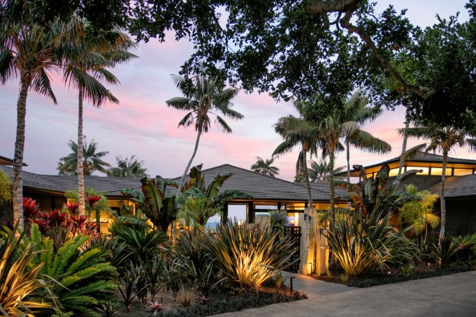 CONTEMPORARY BALINESE-STYLE ESTATE villa entrance