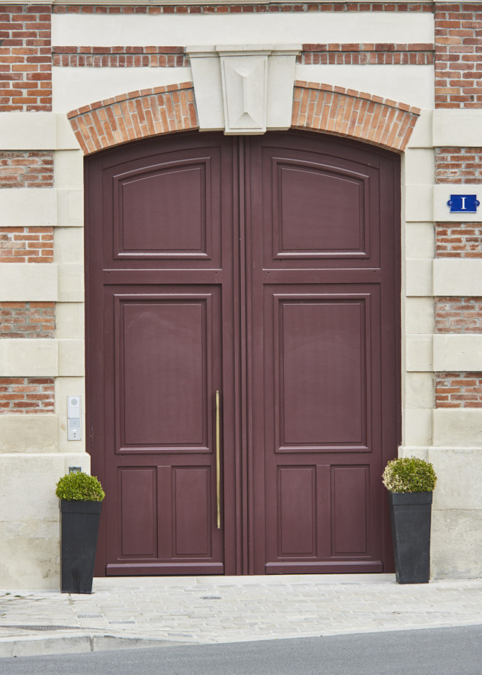 maison Krug red door