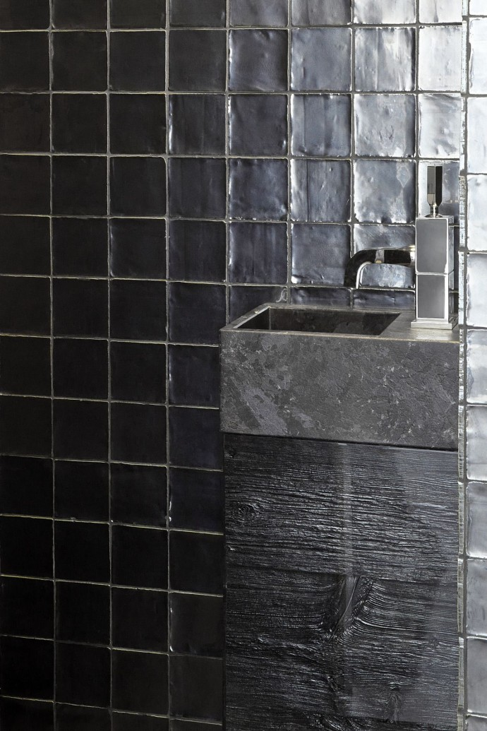 BARN IN THE CITY_Bathroom furniture in Black Silver Iced Barn wood