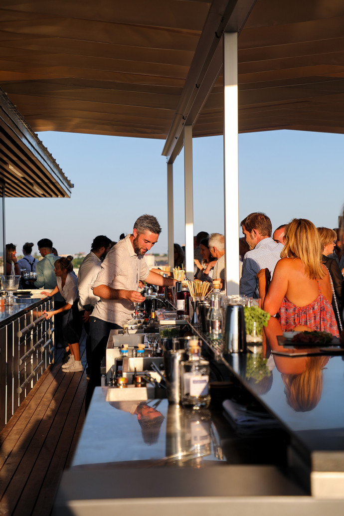 12 Bar et Roof top INDIGO by Martell (50)MD