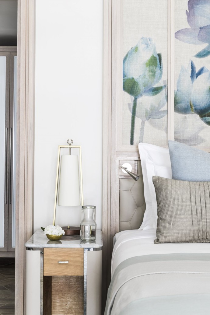 OO_LeSaintGéran_Accommodation_Beach_Front_Junior_Suite_Bedside_Table_Detail