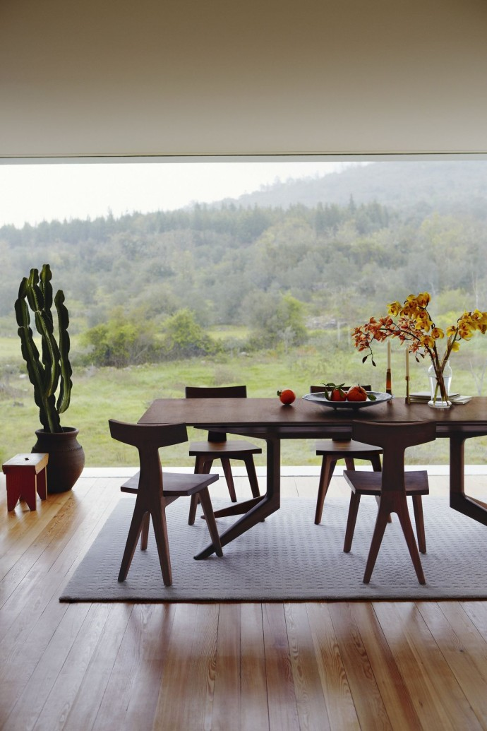 407847_Walnut-Light-Extending-Table_By-Matthew-Hilton