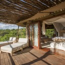 Legendary Expeditions Mwiba Lodge Terrasse