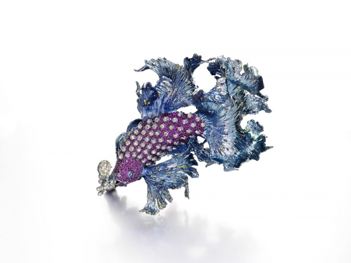 Wallace Chan Brooch_Gleams of Waves by Wallace Chan_White