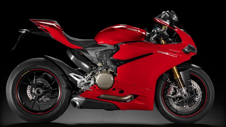 SBK-1299-Panigale-S_2015_Studio_R_C01_1920x1080-1.mediagallery_output_image_[1920x1080]