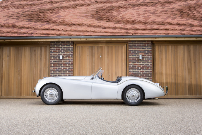 Lot 315 - 1949 Jaguar XK120 Alloy Roadster profil